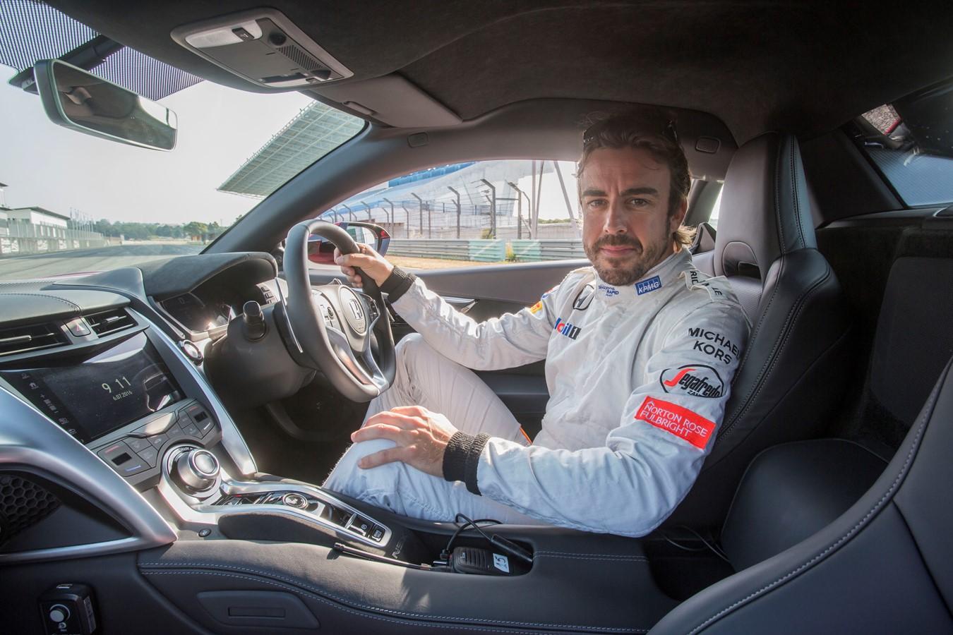 Dans le garage éclectique de Fernando Alonso (en images)